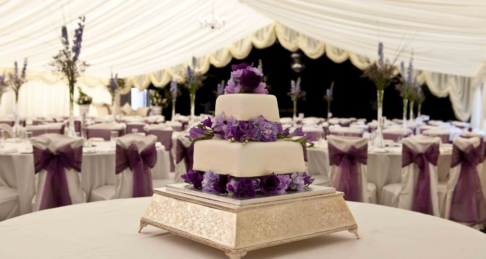 marquee-wedding-hire-cake